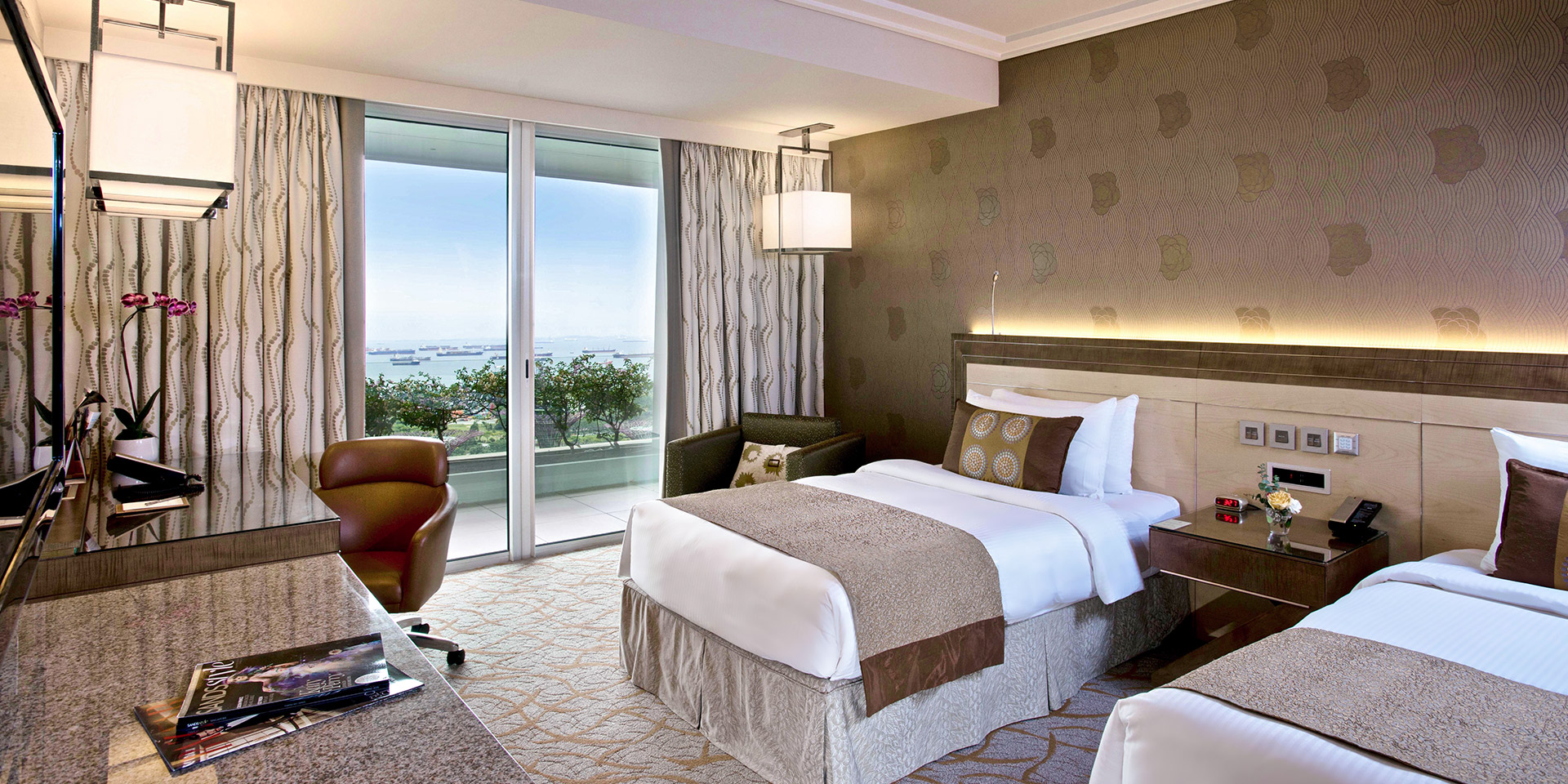 Deluxe Room at Marina Bay Sands with Twin Beds and Garden View